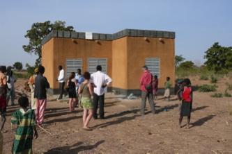 Huis voor twee leraren en hun gezinnen van de school in Boulemtenga