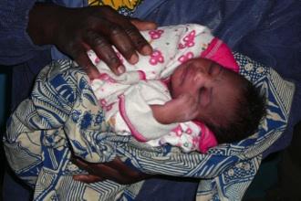 Pas geboren in het ziekenhuisje van Sokouraba